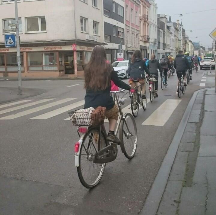 eine Fahrrad Demo fährt durch Trier
